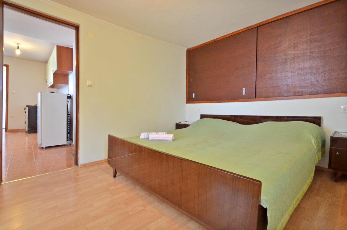 borova-lowerfloor-bedroom-03