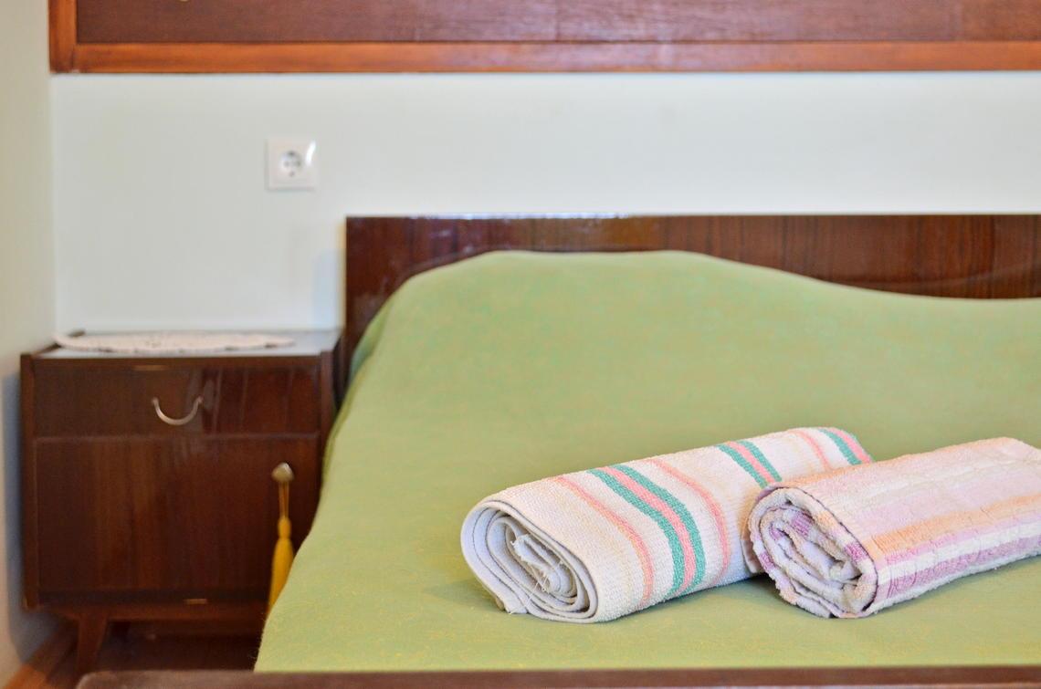 borova-lowerfloor-bedroom-04