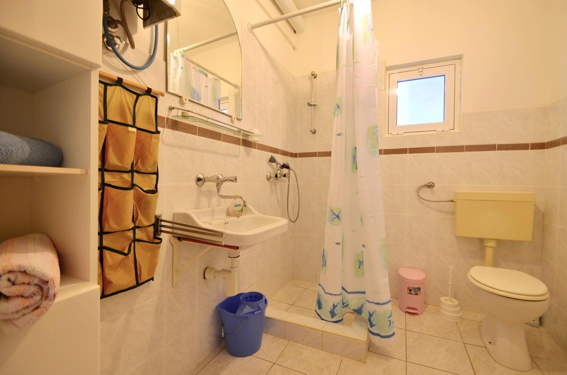 borova-middlefloor-bathroom-01