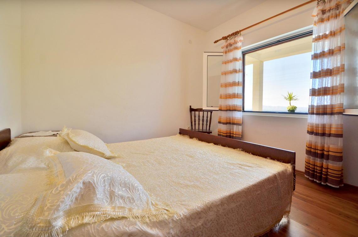 borova-middlefloor-bedroom1-01